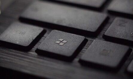 Bezplatné aplikace najdete pod tlačítkem Microsoft Store.