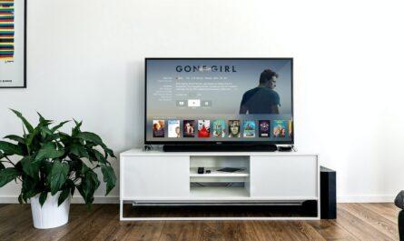 Internetová televize na televizním přijímači.