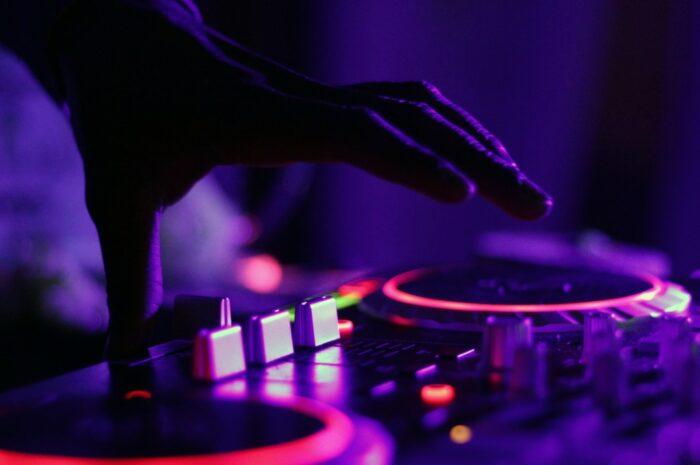 Mixování muziky, která se objeví na streamovací službě Tidal.